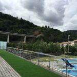 Terraza de madera en el exterior Vista piscinas